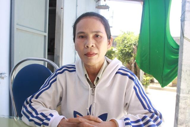 Bà Lê Thị Xuân Lan - nguyên giáo viên Trường Tiểu học Phổ Thạnh 1 cho rằng do đã có phát biểu chống tiêu cực trong nhà trường nên đã bị kiểm điểm, điều chuyển sang trường khác