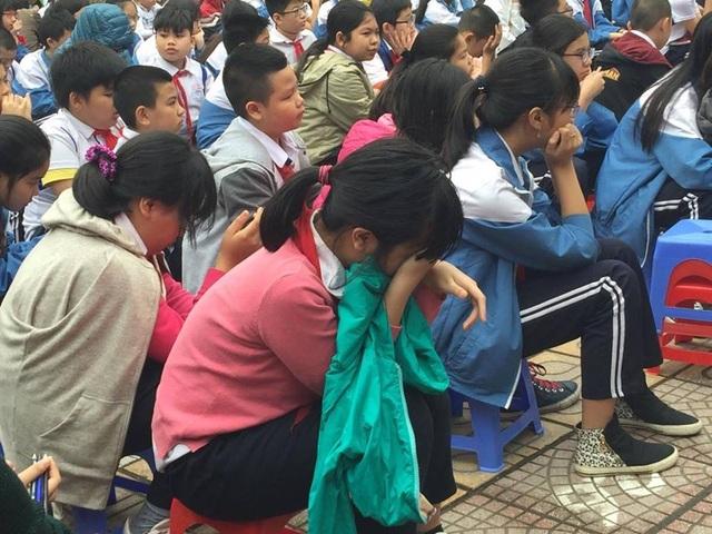 Buổi sinh hoạt dưới cờ khiến hàng nghìn học sinh bật khóc - 4
