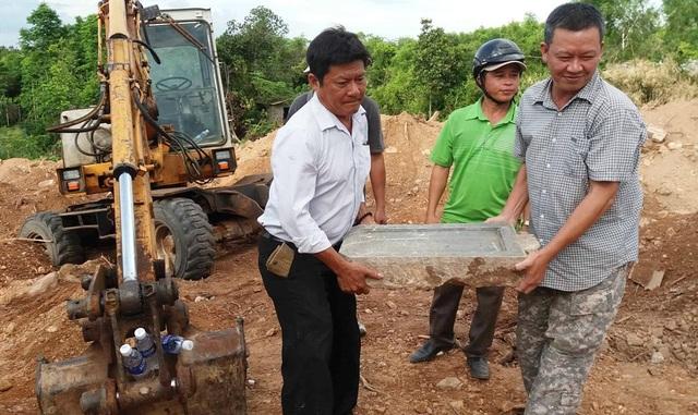 Vụ tìm thấy bia đá vợ vua Nguyễn tại dự án bãi đỗ xe: Chủ đầu tư sai luật - 5