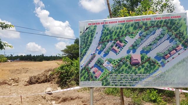 Dự án bãi đỗ xe khách tham quan lăng vua Tự Đức đang bị tạm dừng do san lấp 1 ngôi mộ nghi vợ vua Nguyễn