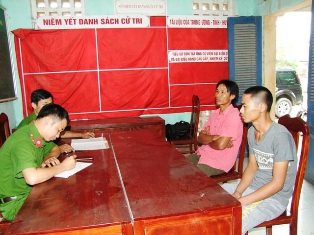 Nguyễn Văn Mười và Lê Văn Dũng tại cơ quan Công an (ảnh: Công an Hà Nam)