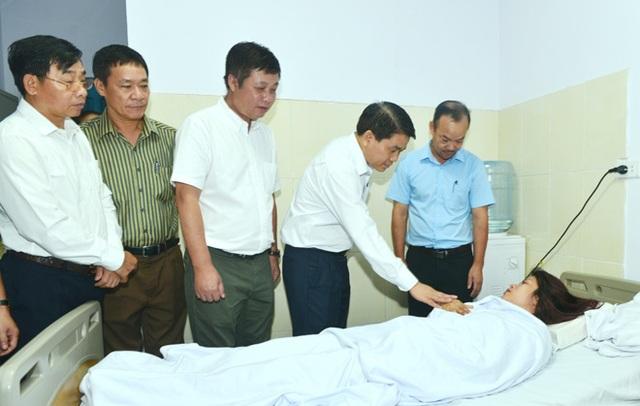 Nữ công nhân môi trường bị hành hung vẫn đang nằm trong bệnh viện Thanh Nhàn