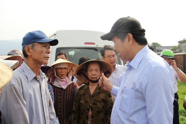 Chủ tịch UBND TP Đà Nẵng Huỳnh Đức Thơ gặp các hộ dân bị giải tỏa đất nông nghiệp để xây dựng chợ Mai