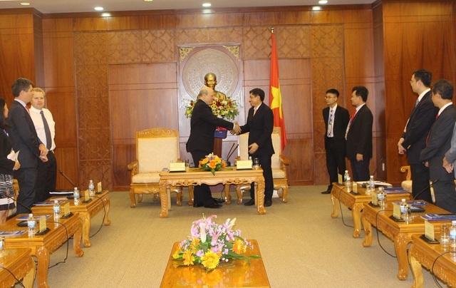 Chủ tịch Khánh Hòa - ông Lê Đức Vinh tại buổi gặp song phương với Đoàn Hoa Kỳ nhân dịp Hội nghị lần thứ nhất các quan chức cao cấp của Diễn đàn hợp tác kinh tế châu Á – Thái Bình Dương (APEC- SOM1), đang diễn ra tại TP Nha Trang - Ảnh: Viết Hảo