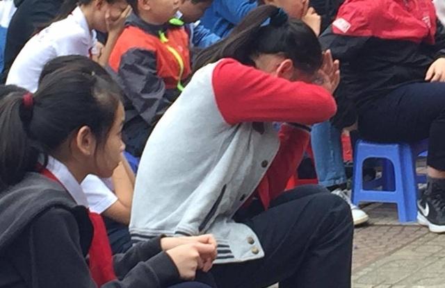 Buổi sinh hoạt dưới cờ khiến hàng nghìn học sinh bật khóc - 2
