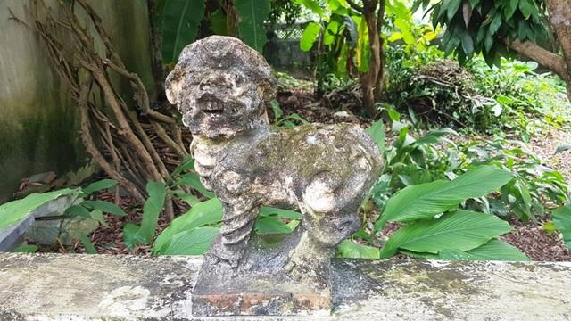 Trong chùa có khá nhiều tượng hình độc đáo và cổ xưa