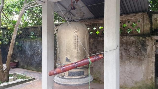 Quả chuông đồng treo trong chùa