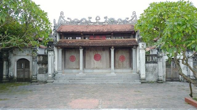 chùa Bà Đanh thờ phật, song ngoài tượng Bồ Tát còn có tượng Nam Tào, Bắc Đẩu, Thái Thượng Lão Quân và các tượng của tín ngưỡng Tứ Phủ, một tín ngưỡng dân gian Việt Nam.