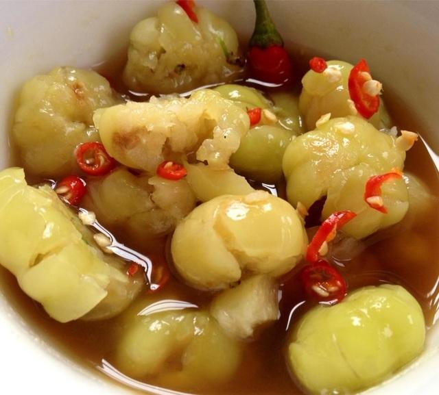 Chùm ruột cho vào nước mắm cũng tạo nên hương vị ngon gấp bội.