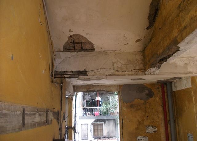 Bên trong chung cư Cô Giang (Quận 1, TPHCM)