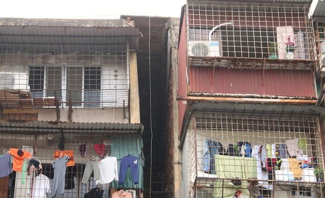 Phần trên cùng của tòa nhà G6A bị tách ra do lún có bề ngang lên tới hàng mét.