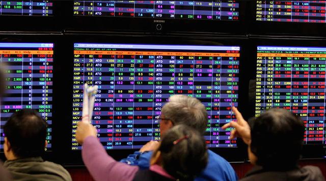 Không ít nhà đầu tư thua lỗ vì cổ phiếu lớn.