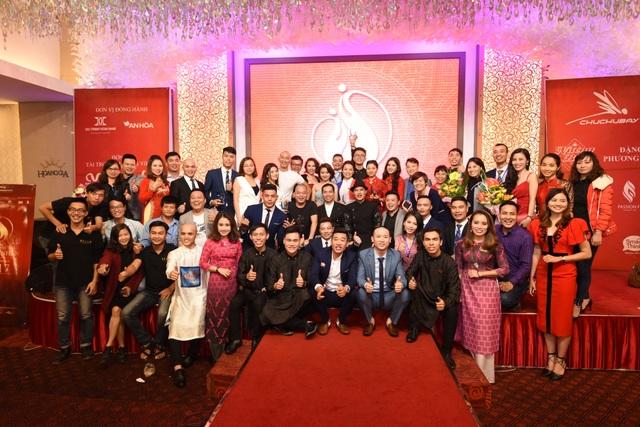 """Nhân kỷ niệm ngày Phụ nữ Việt Nam, đêm """"Gala dinner Hội ngộ doanh nhân 2017"""" nhằm chia sẻ bí quyết thành công, lan tỏa tấm lòng từ thiện của những doanh nhân đến cộng đồng đã diễn ra vào tối 18/10."""