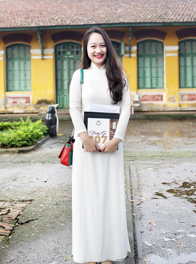 Thu Hà đăng quang ngôi vị đại sứ của trường khi mới học lớp 10, và luôn gây ấn tượng với thầy cô, bạn bè bởi chiều cao nổi bật và thành tích học tập toàn diện
