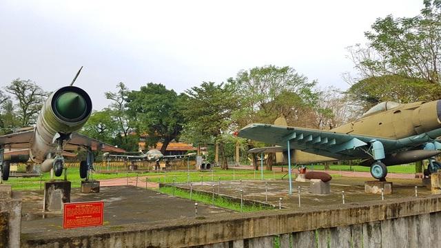 Nhiều hiện vật tại Bảo tàng Lịch sử Thừa Thiên Huế để trưng bày ngoài trời