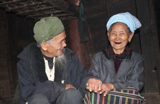 Sáu mươi năm có lẻ bên nhau, cụ Lữ Văn The và cụ Moong Thị Xệt đã có cuộc hôn nhân viên mãn.