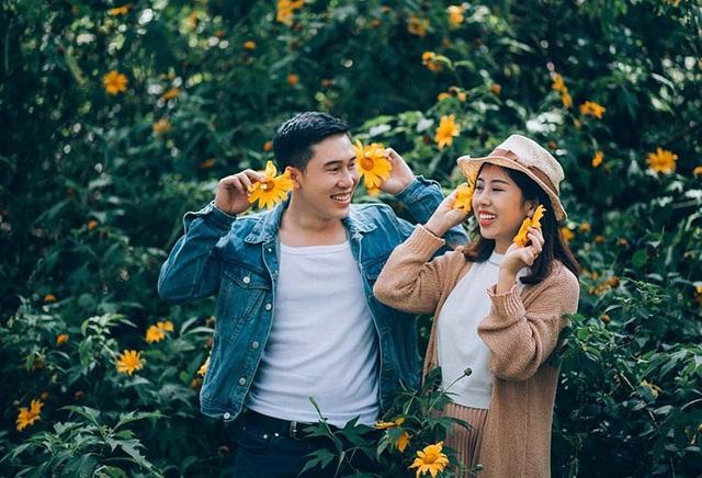 """Nhiều người ví tình yêu của cặp đôi này là """"chuyện tình trên mây"""" vì cả hai có duyên qua những chuyến bay, cùng chung sở thích đi du lịch."""