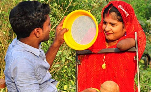 Lakshmi đã gặp được người đàn ông đích thực của đời mình – Vinod (ảnh: Dainik Bhaskar)