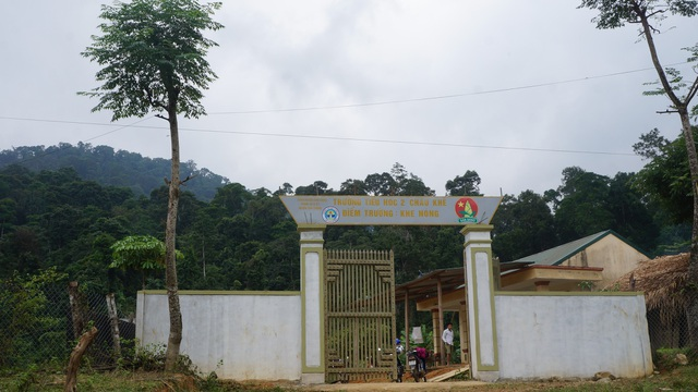 Điểm trường Khe Nóng chỉ có 22 em học sinh và 3 cô giáo thường xuyên cắm bản