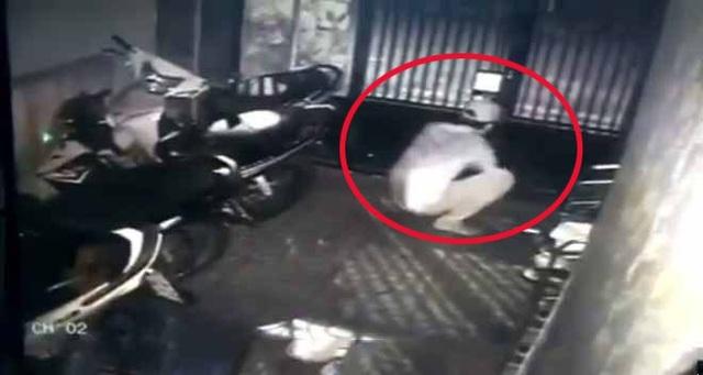 Nhậu say ngủ quên khóa cửa bị trộm lấy mất xe máy cùng điện thoại (ảnh minh họa)