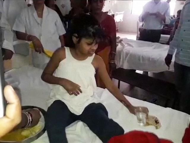 Cô bé rừng xanh sống cùng bầy khỉ ở Ấn Độ - 3