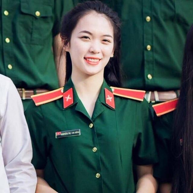 Cô giáo môn Giáo dục quốc phòng Nguyễn Thị Thu Hồng