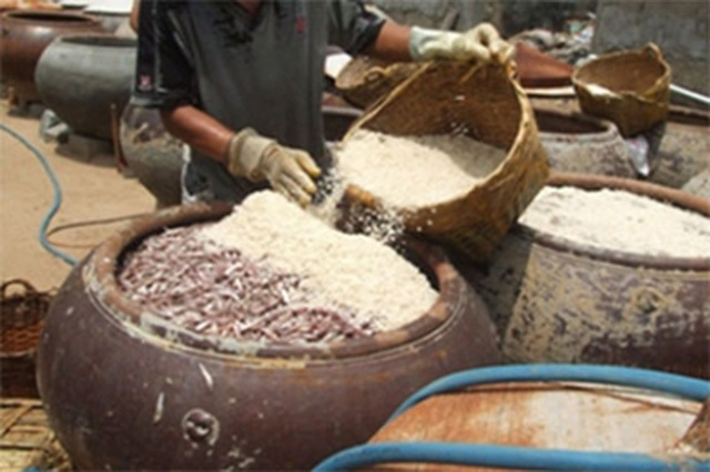 Thanh tra Bộ NN&PTNT phát hiện nhiều sai phạm tại các cơ sở sản xuất, kinh doanh nước mắm (Ảnh minh họa internet).