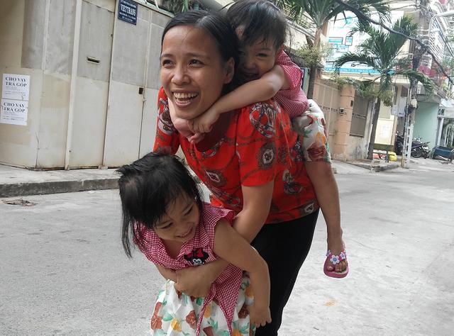 Ba mẹ con cô Nguyễn Thị Hường trong những ngày sum vầy bên nhau.