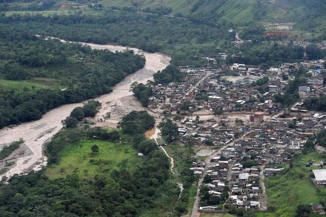 Ngoài ra, thông tin từ Hội Chữ Thập Đỏ cho biết vụ lở đất cũng khiến ít nhất 220 người mất tích và 202 người khác bị thương. (Ảnh: Reuters)