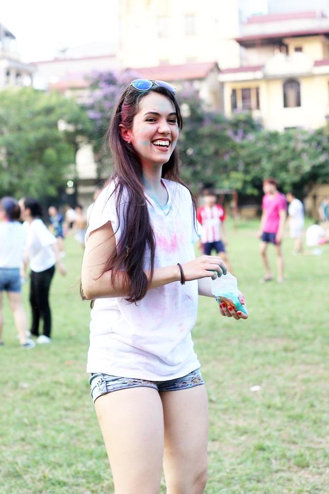 Sinh viên ĐH Hà Nội xả stress với đường chạy bột màu - 7