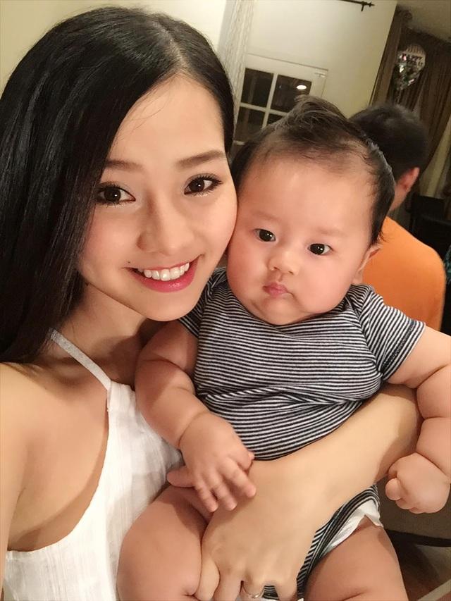 Sau khi kết hôn, Khánh Hiền cùng chồng sang Mỹ định cư và đón chào thiên thần của cô tại đây.