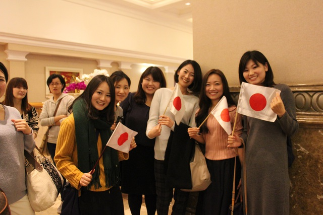 Người Nhật háo hức tiếp kiến Nhật hoàng tại Hà Nội - 12