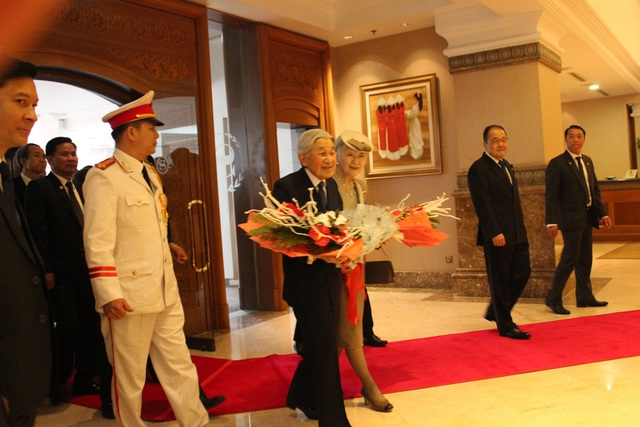 Người Nhật háo hức tiếp kiến Nhật hoàng tại Hà Nội - 3