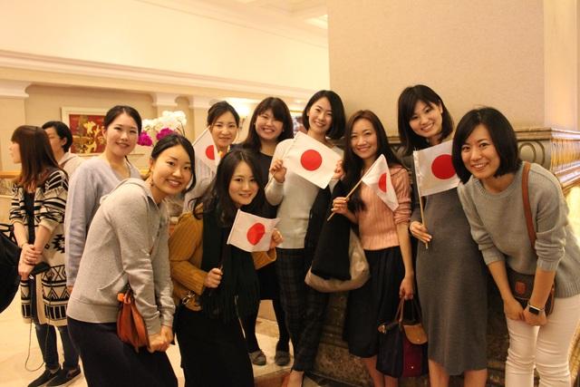 Rực rỡ cờ Nhật chào đón Nhật hoàng và Hoàng hậu