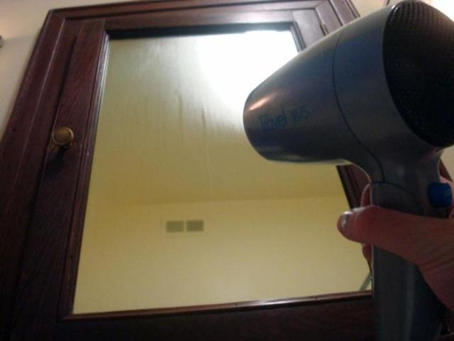 Máy sấy làm tan lớp sương trên kính.