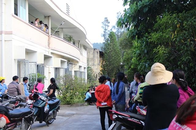 Công nhân công ty TNHH Sambo (đóng ở TP Nha Trang, Khánh Hòa) đình công, đòi nợ lương, chiều 15/2