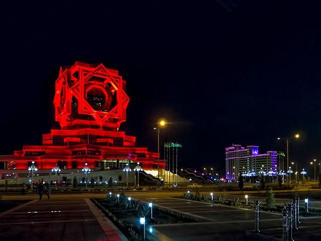 Công trình có hình dáng như một biểu tượng kỳ bí đến từ hành tinh khác này thực chất lại là trung tâm tổ chức tiệc cưới hàng đầu của đất nước Turkmenistan.