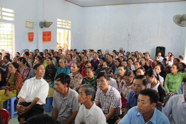 Hàng chục người dân tham gia buổi đối thoại