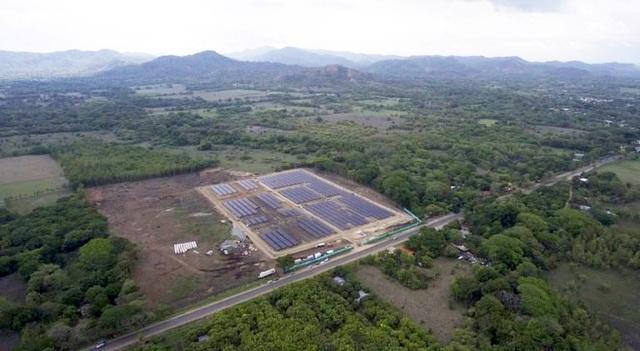 Công viên năng lượng mặt trời cung cấp điện cho 2.100 hộ dân đi vào hoạt động - 1