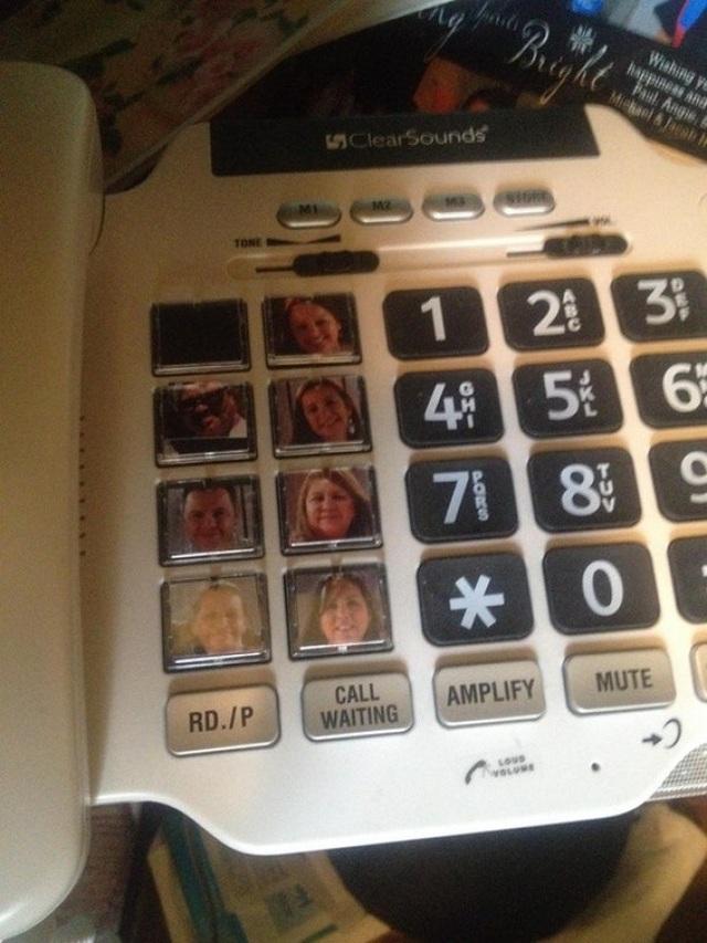 """Đây là cách để """"ông bà anh"""" nhớ được các phím gọi nhanh trên điện thoại bàn."""