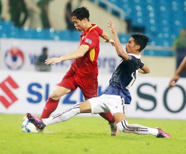 Công Phượng vẫn được tạo nhiều cơ hội ghi bàn, dù không cần gom quá nhiều cầu thủ HA Gia Lai lên đội tuyển quốc gia (ảnh: Gia Hưng)