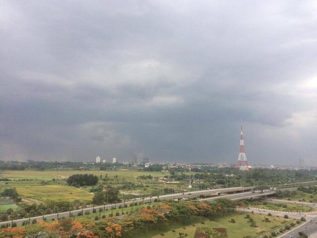 Dân mạng háo hức chia sẻ những hình ảnh cơn mưa đầu tiên sau đợt nắng nóng kỷ lục - 12