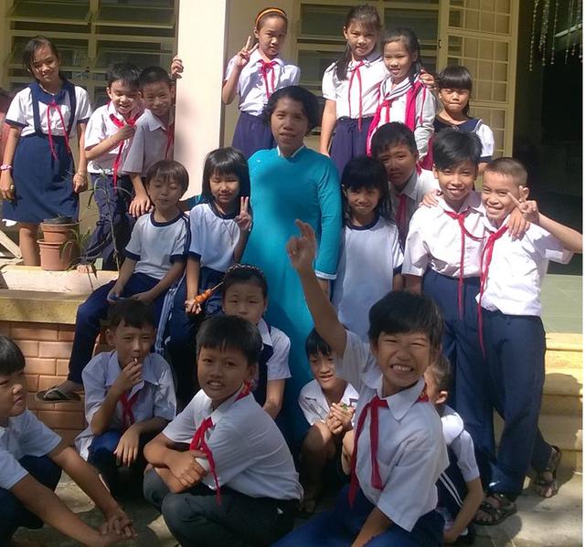 Cô Huỳnh Thị Thanh Phương và học trò