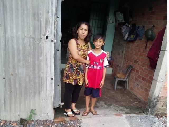 Trước thềm năm học mới, cô giáo Huỳnh Thị Thanh Phương lại tất tả giữ con đường đến trường cho học trò nghèo