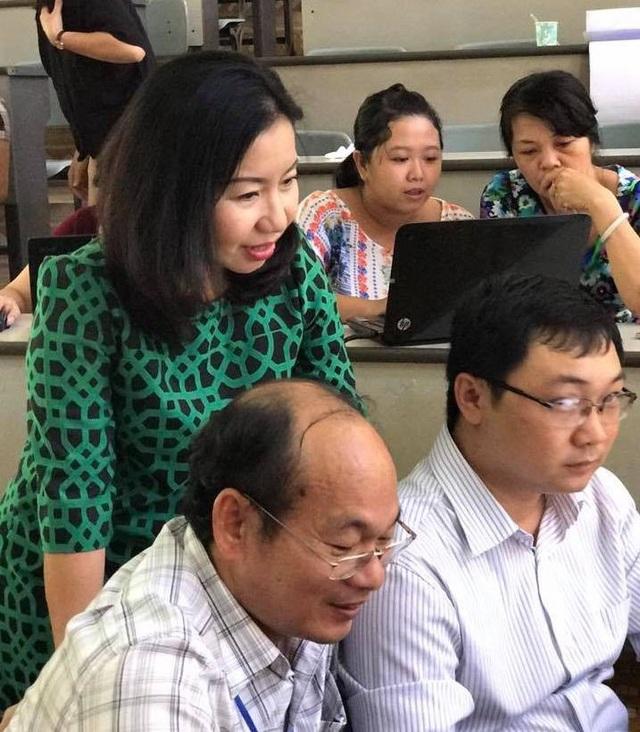 Cô Tô Thụy Diễm Quyên say mê với công việc tiếp lửa cho đội ngũ nhà giáo