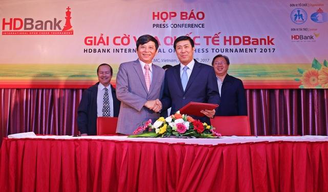 TTK Liên đoàn cờ Việt Nam Nguyễn Phước Trung (trái) khẳng định giải cờ vua quốc tế HDBank có đẳng cấp rất cao