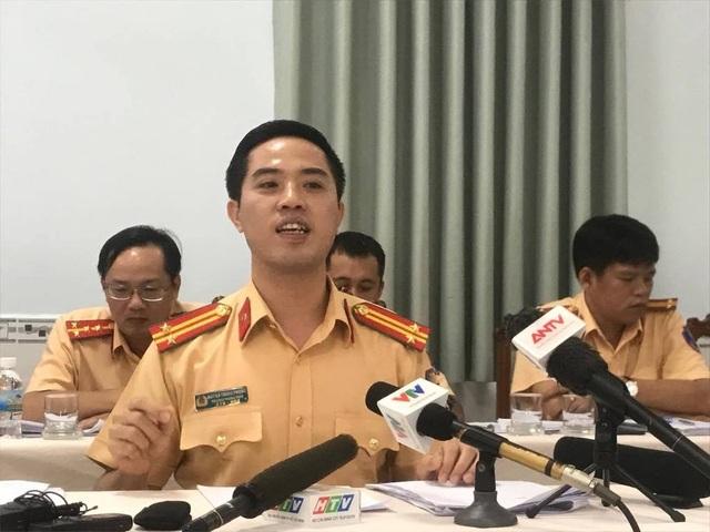 Trung tá Huỳnh Trung Phong - Trưởng Phòng CSGT đường bộ - đường sắt (PC67) Công an TPHCM trong buổi gặp gỡ báo chí chiều nay