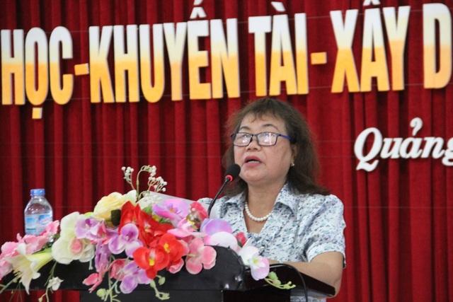 Bà Nguyễn Thị Hồng Vân, Chủ tịch Hội Khuyến học tỉnh Quảng Trị nhấn mạnh tầm quan trọng của khuyến học, khuyến tài