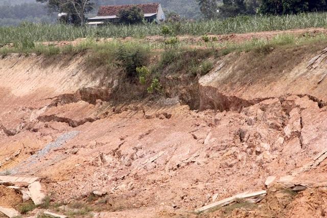 Nghệ An: Dự án kênh tiêu nước hơn 750 tỷ chưa bàn giao đã hư hỏng? - 15
