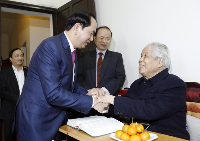 Ngày 31/1/2017, Chủ tịch nước Trần Đại Quang đã đến nhà riêng thăm, chúc thọ nguyên Tổng Bí thư Đỗ Mười tròn 100 tuổi. Ảnh: Nhan Sáng-TTXVN